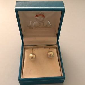 Pearl earrings with 14k gold backings
